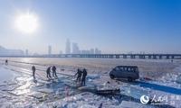 2019哈尔滨江上大众冰雪嘉年华今起采冰 预计元旦迎客