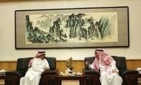 李华新大使会见沙特文化总局局长麦兹亚德