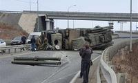 """俄军?#37030;?#30002;""""-S1发射车公路侧翻:曾多次被公路""""打败"""""""