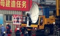 整装待发 解放军001A航母吊装卫星通信天线