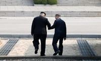 文在寅问何时能去朝鲜,金正恩当即牵他过了三八线