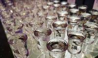 过量饮酒容易伤肝 假期亲友团聚咱少喝点