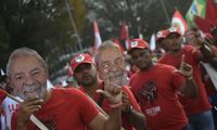 支持者游行要求允许卢拉竞选巴西总统 罗塞夫现身力挺