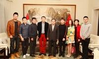 驻秘鲁大使贾桂德会见《中国故事》音乐会作曲家叶小纲一行