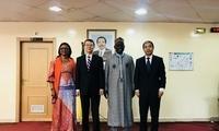 驻喀麦隆大使王英武礼节性拜会喀经济部长奥斯曼