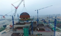 """""""华龙一号""""全球首堆示范工程成功完成穹顶吊装"""