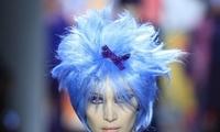 超模贝拉纽约时装周 走秀造型洗剪吹!