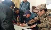 西藏林芝军分区官兵全力投入抢险救灾